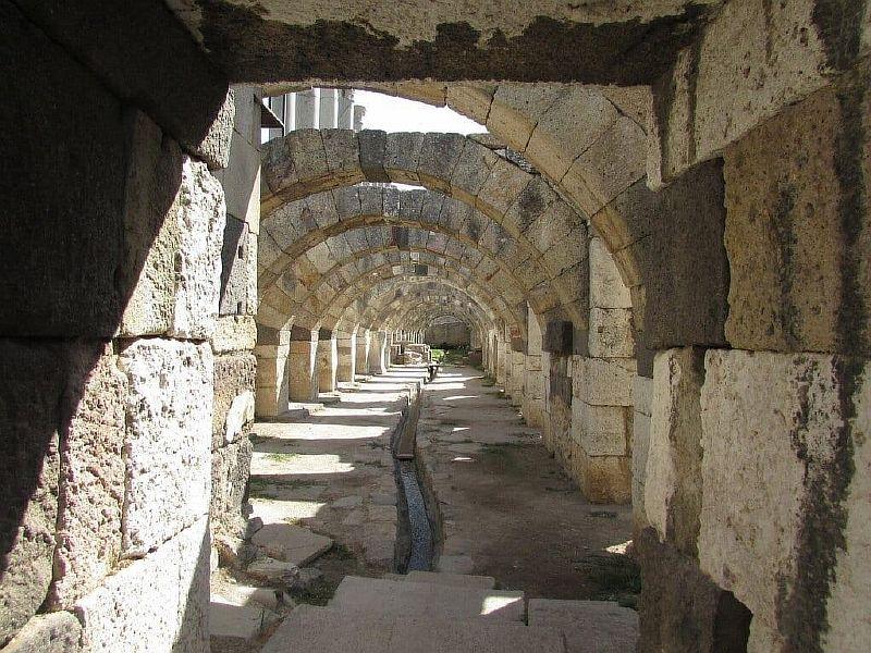 Руины древней Смирны в Измире
