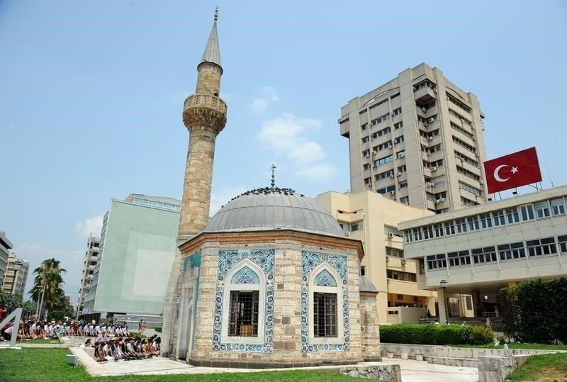 Миниатюрная мечеть Конак Яли в Измире