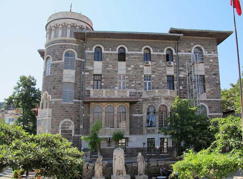 Археологический и Этнографический музей в Измире