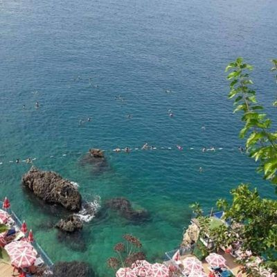 Анталья Лара пляж на скалах