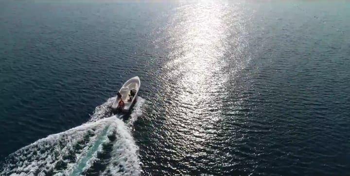 Прогулка на катере в море