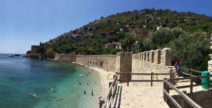 Пляж у крепости Аланья